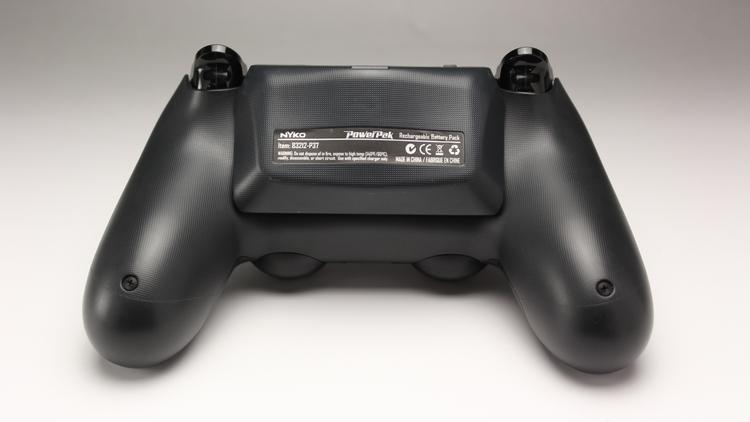 Power Pak for PS4 装着時 上部